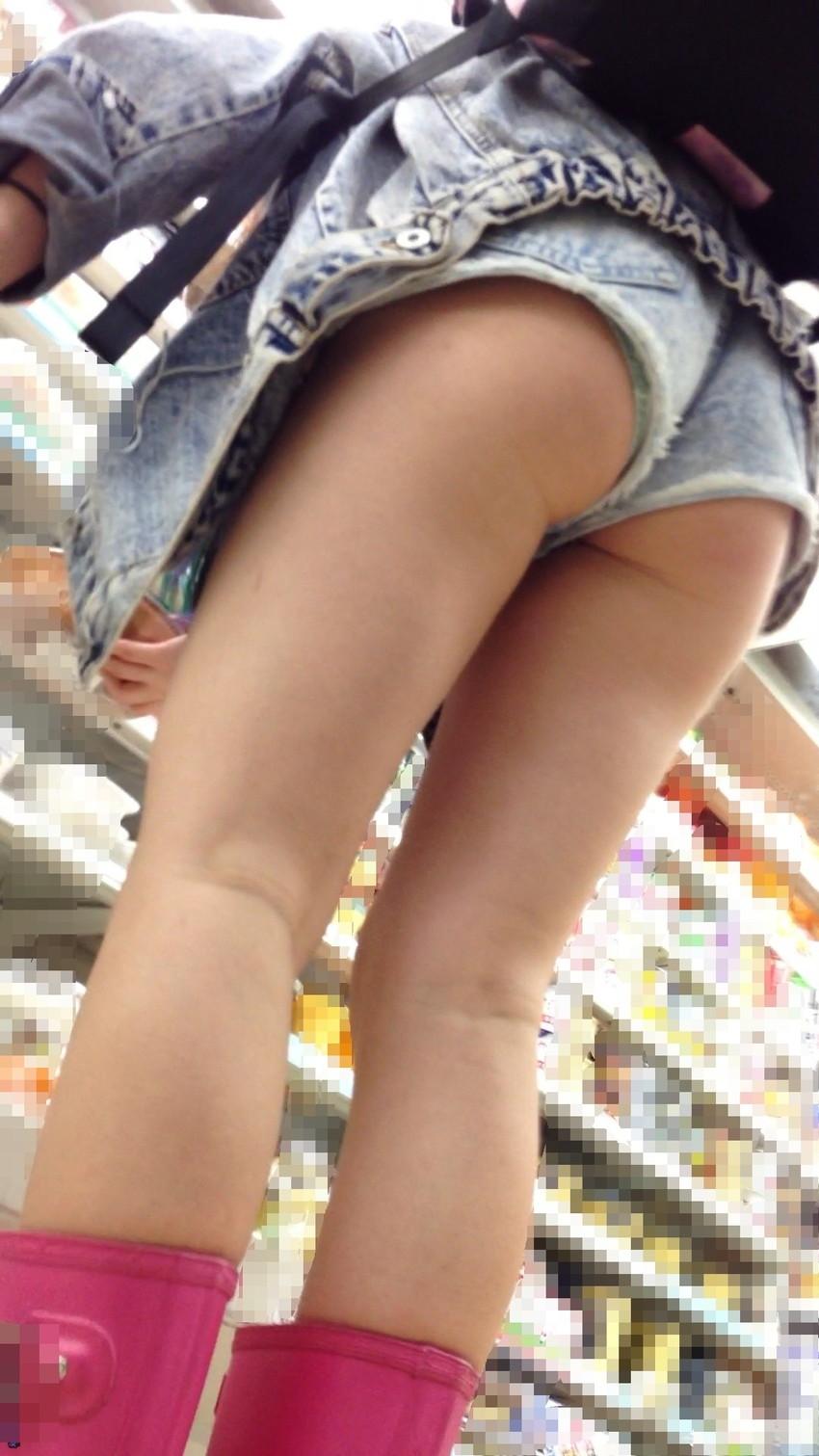 【ホットパンツエロ画像】街中で見かけたらつい目で追ってしまうホットパンツ! 15
