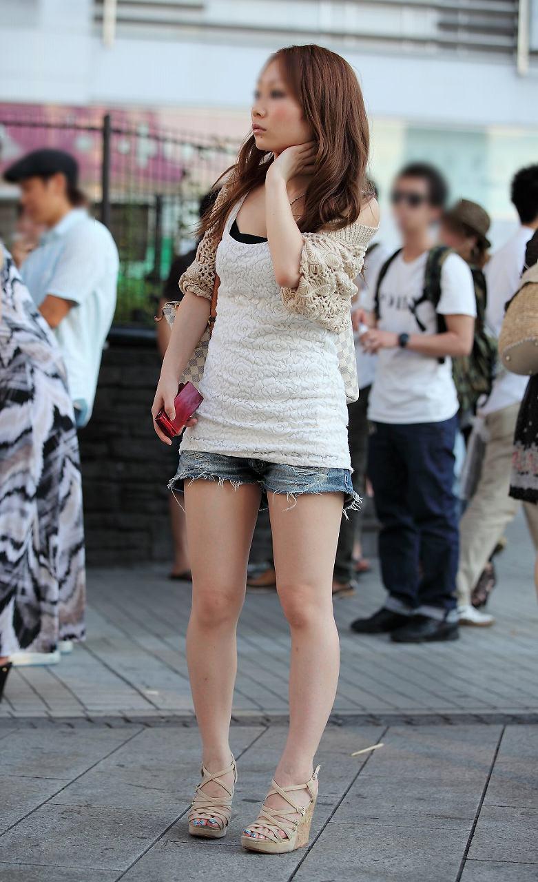 【ホットパンツエロ画像】街中で見かけたらつい目で追ってしまうホットパンツ! 24
