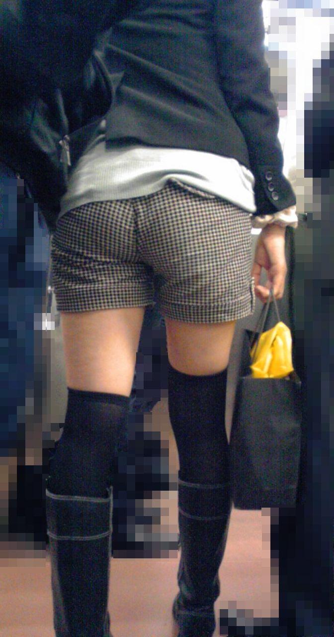 【ホットパンツエロ画像】街中で見かけたらつい目で追ってしまうホットパンツ! 32
