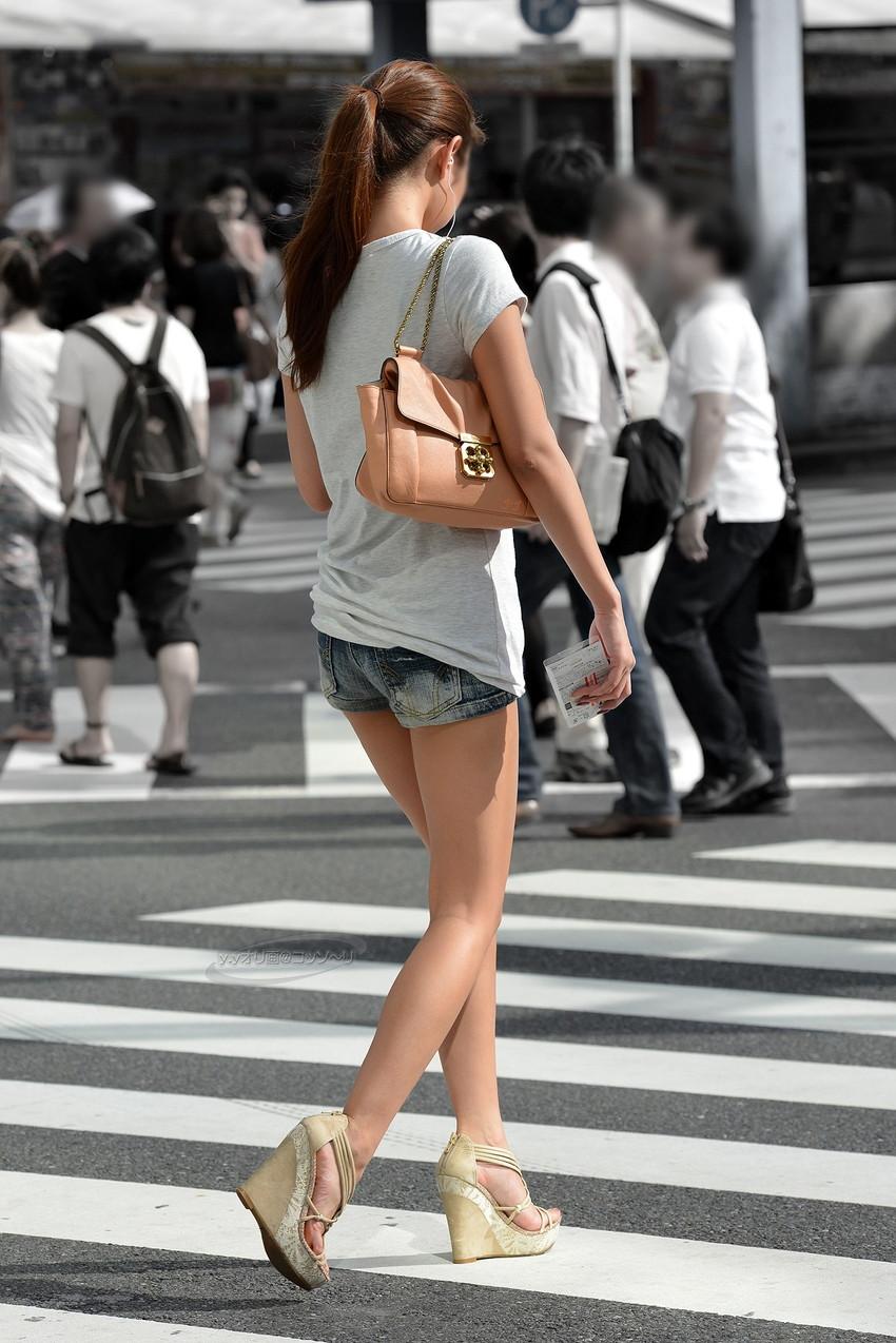 【ホットパンツエロ画像】街中で見かけたらつい目で追ってしまうホットパンツ! 45