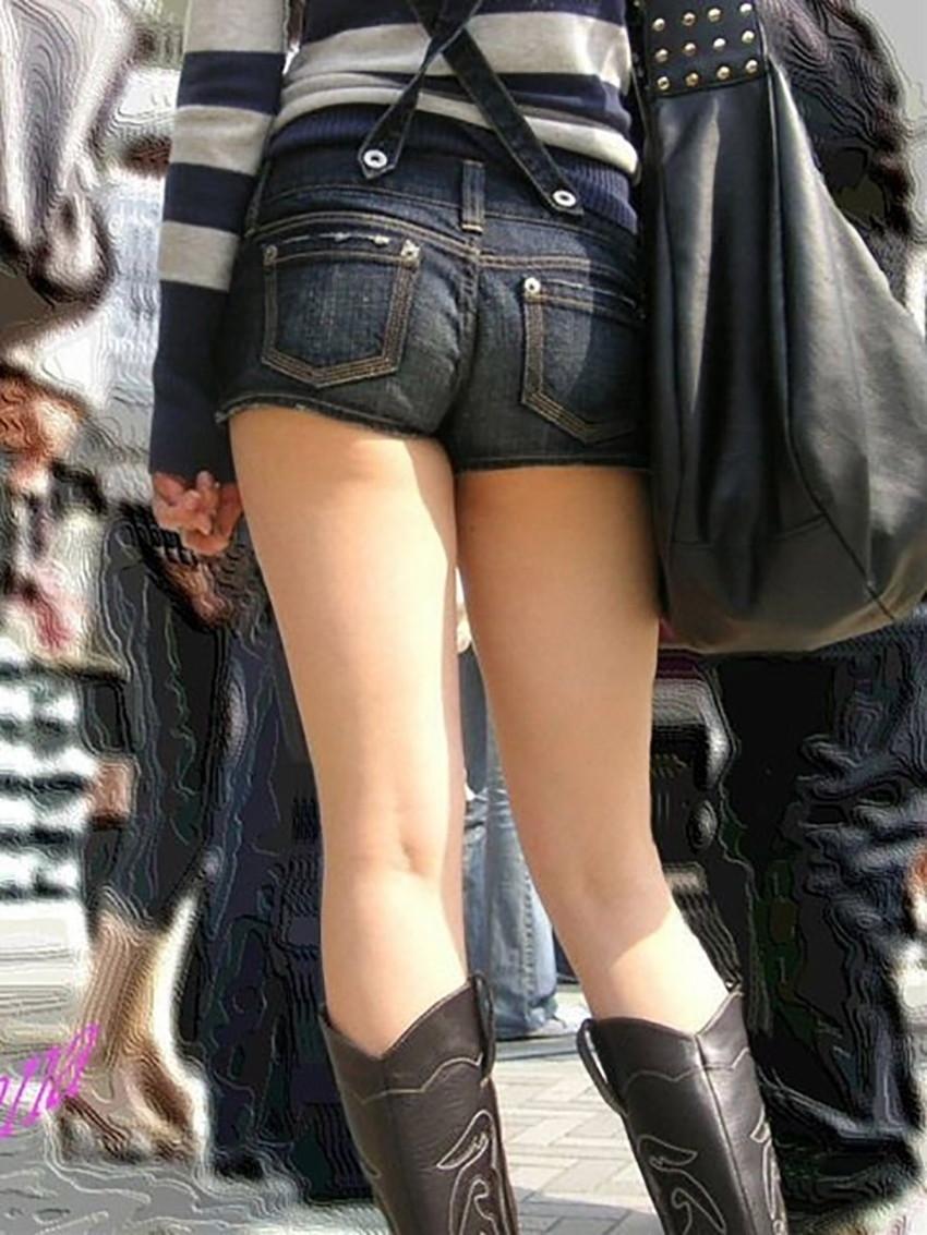 【ホットパンツエロ画像】街中で見かけたらつい目で追ってしまうホットパンツ! 49