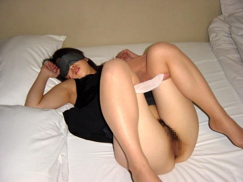 【目隠しプレイエロ画像】視覚を奪われた女の身体はより敏感に…!? 10