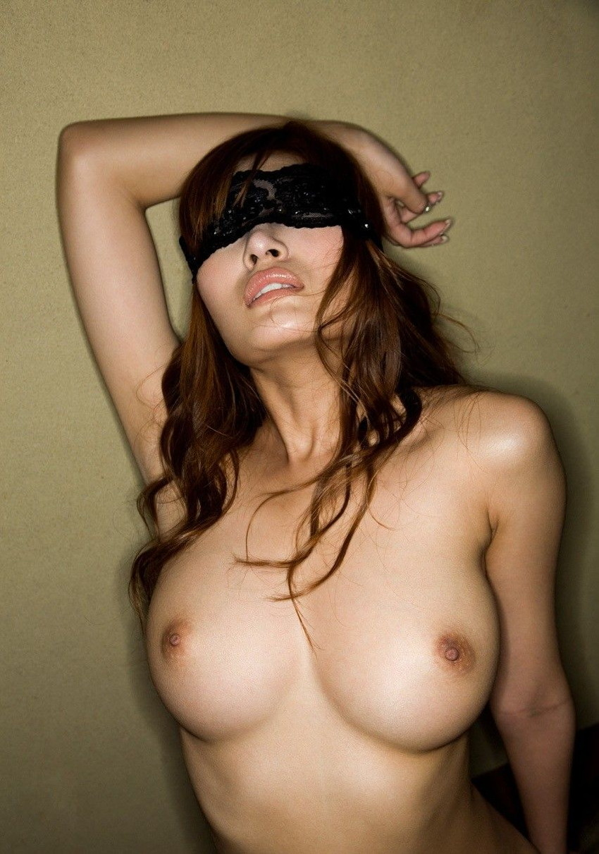 【目隠しプレイエロ画像】視覚を奪われた女の身体はより敏感に…!? 24