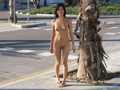 【野外露出エロ画像】素人娘たちの野外露出がどんどん過激になっているという噂! 28