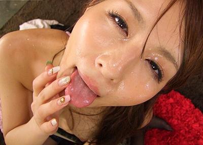 【顔射エロ画像】女の子の顔面におもいっきりザーメン発射!wwww