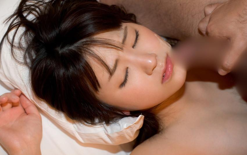 【顔射エロ画像】女の子の顔面におもいっきりザーメン発射!wwww 06