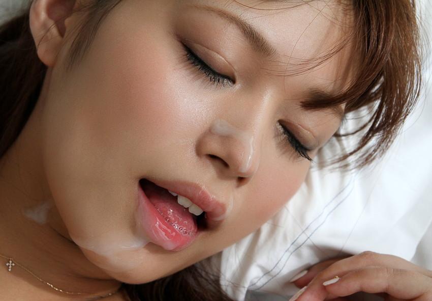 【顔射エロ画像】女の子の顔面におもいっきりザーメン発射!wwww 36