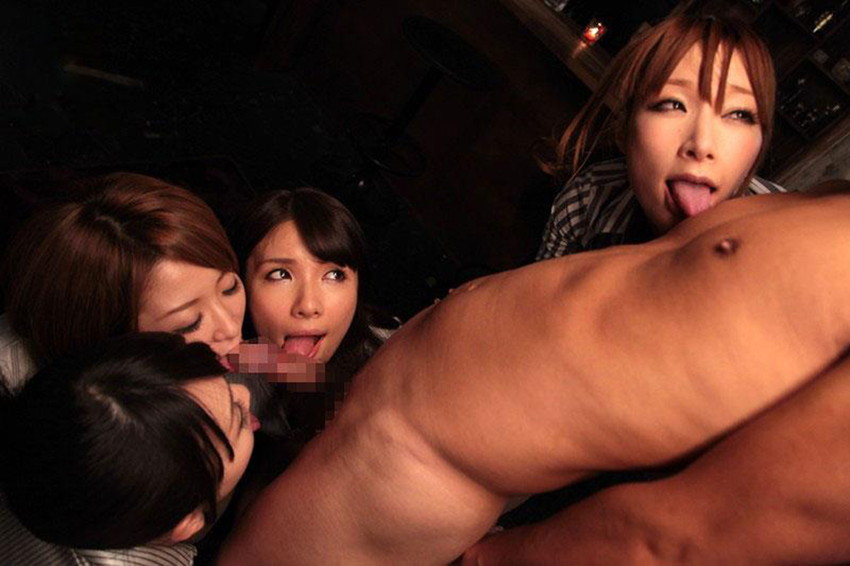 【ハーレムプレイエロ画像】複数人の女性を相手に破廉恥三昧!酒池肉林プレイ! 49