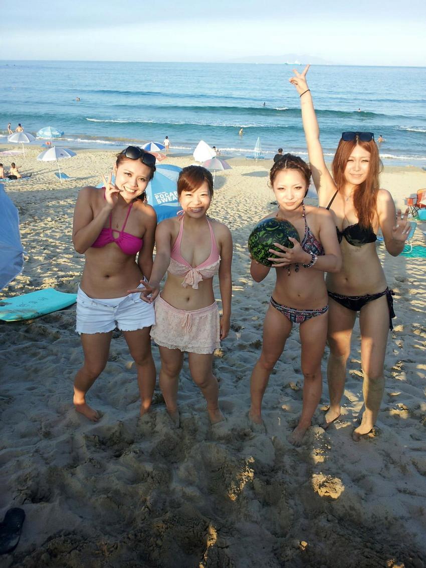【素人水着エロ画像】素人娘たちの水着姿が生々しくて勃起不可避な件! 32