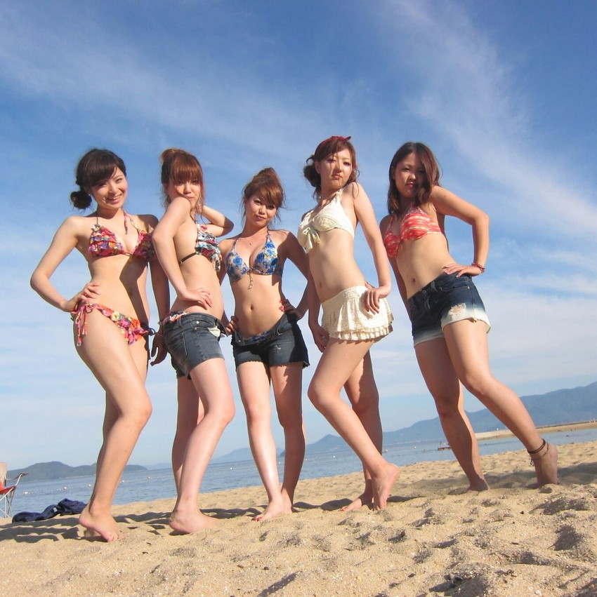 【素人水着エロ画像】素人娘たちの水着姿が生々しくて勃起不可避な件! 35