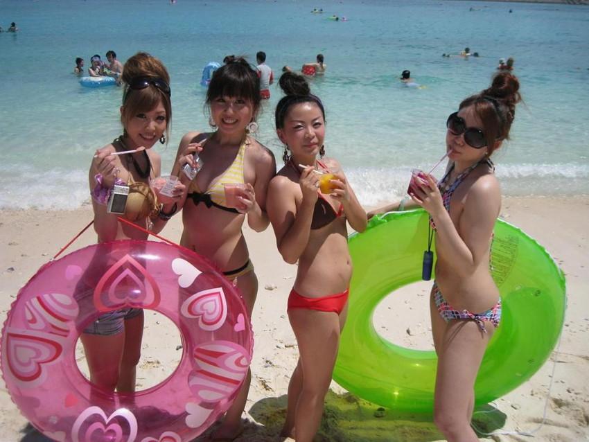 【素人水着エロ画像】素人娘たちの水着姿が生々しくて勃起不可避な件! 49