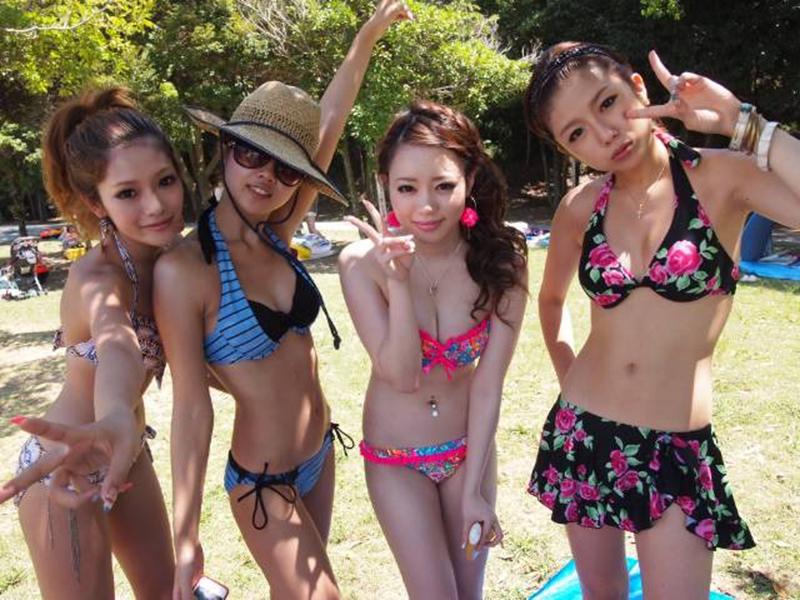 【素人水着エロ画像】素人娘たちの水着姿が生々しくて勃起不可避な件! 52