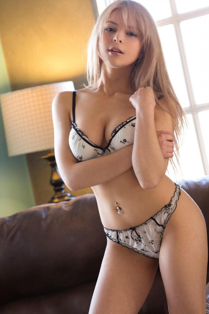 【海外女性エロ画像】海外美女たちの真っ白な肌にドキドキのエロ画像 33