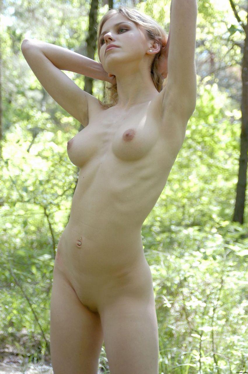 【海外女性エロ画像】海外美女たちの真っ白な肌にドキドキのエロ画像 47