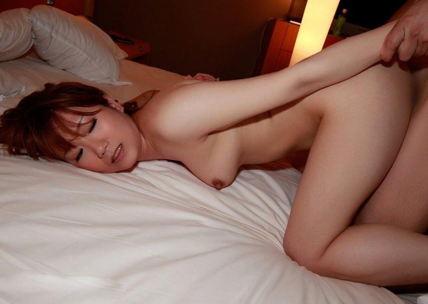 【後背位エロ画像】バックからオマンコを突きまくれ!後背位でセックスするカップル! 49