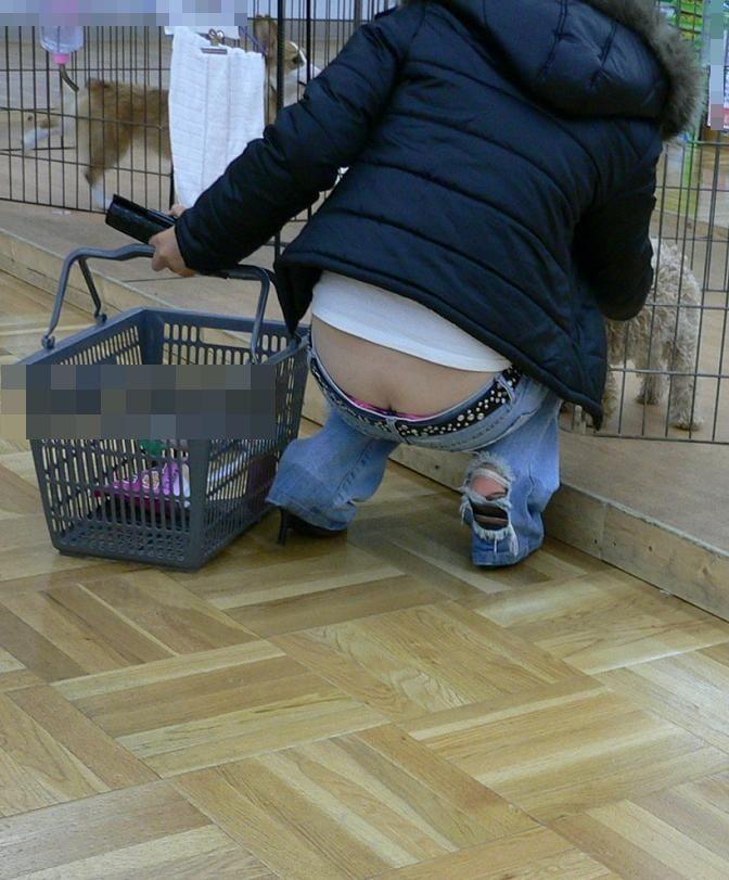【ローライズエロ画像】見られること前提!?ローライズの女の子のパンツがハデすぎるw 09