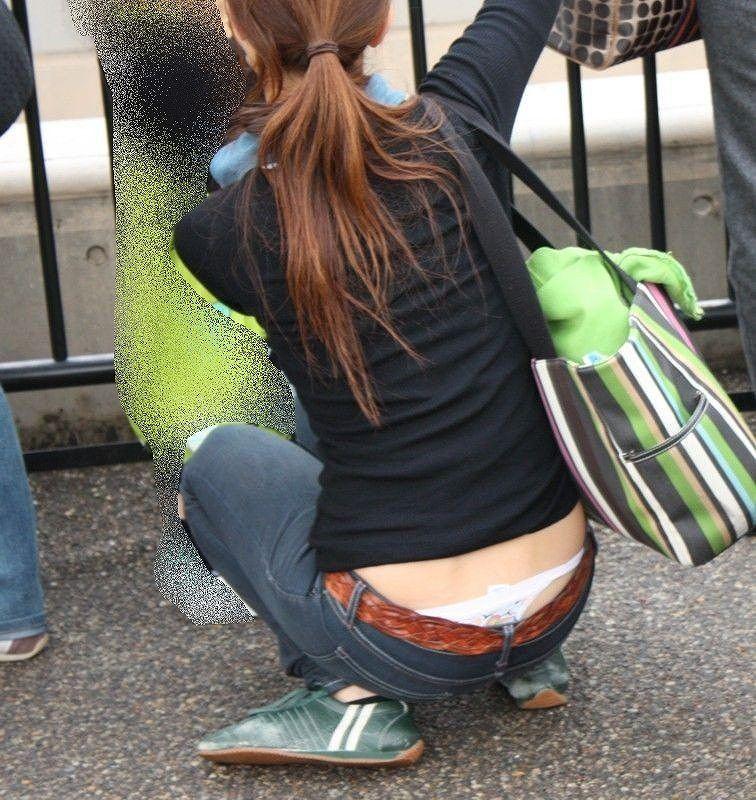 【ローライズエロ画像】見られること前提!?ローライズの女の子のパンツがハデすぎるw 11
