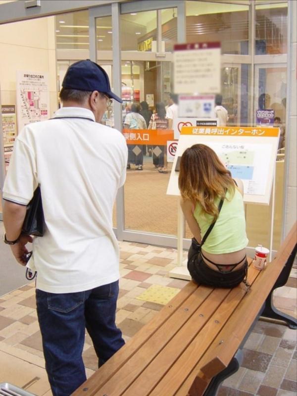 【ローライズエロ画像】見られること前提!?ローライズの女の子のパンツがハデすぎるw 13