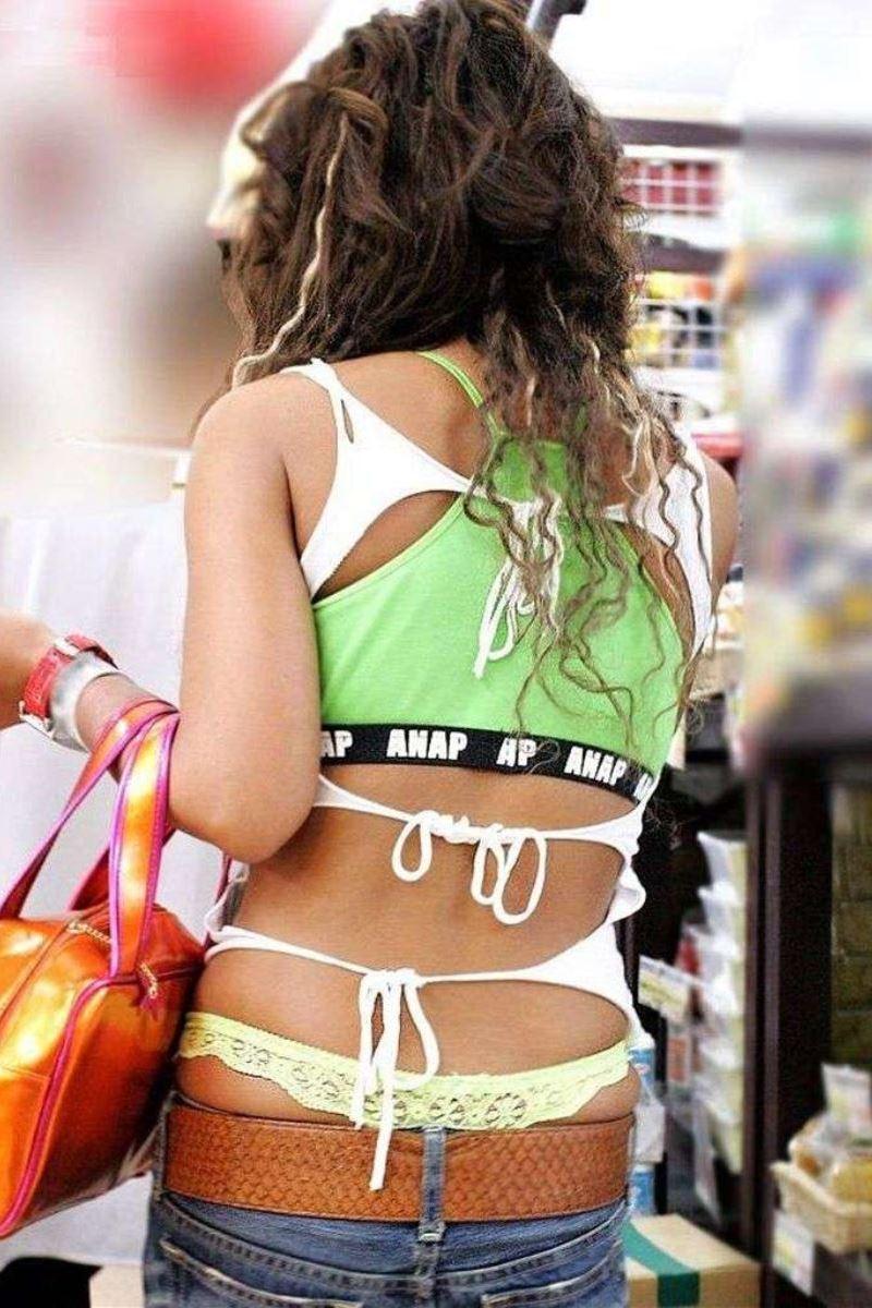 【ローライズエロ画像】見られること前提!?ローライズの女の子のパンツがハデすぎるw 32