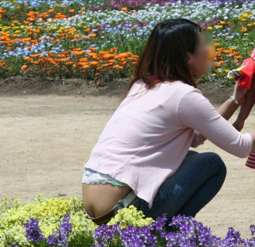 【ローライズエロ画像】見られること前提!?ローライズの女の子のパンツがハデすぎるw 38