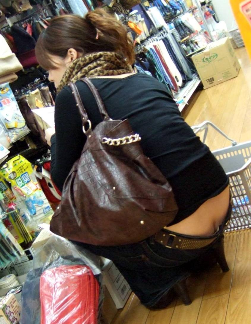 【ローライズエロ画像】見られること前提!?ローライズの女の子のパンツがハデすぎるw 39