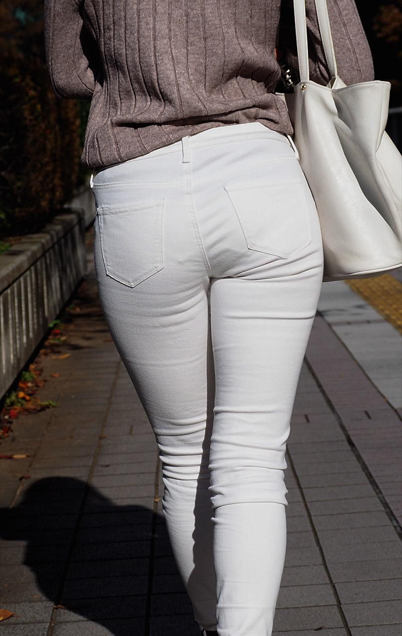 【透けパンエロ画像】街中で美女達が私キレイでしょ?って感じで歩いてるのに透けパンティー盗撮されてるとか最高すぎww 02