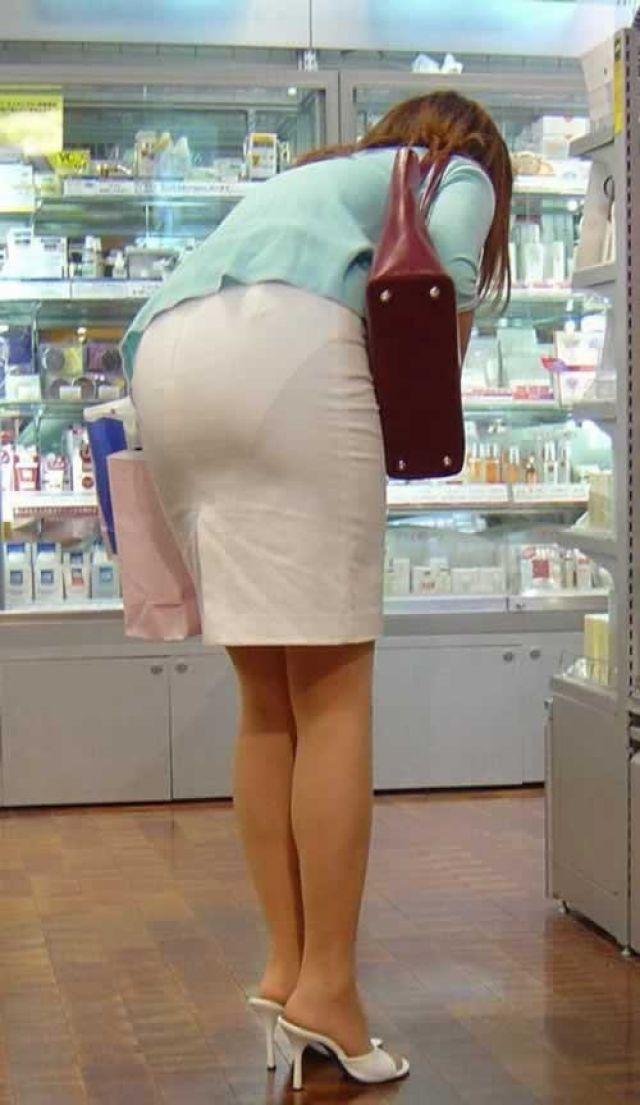 【透けパンエロ画像】街中で美女達が私キレイでしょ?って感じで歩いてるのに透けパンティー盗撮されてるとか最高すぎww 17