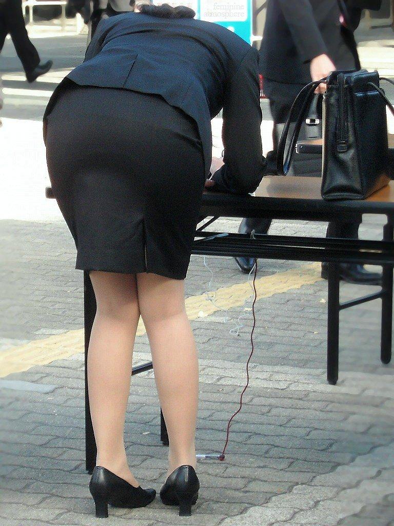 【透けパンエロ画像】街中で美女達が私キレイでしょ?って感じで歩いてるのに透けパンティー盗撮されてるとか最高すぎww 19