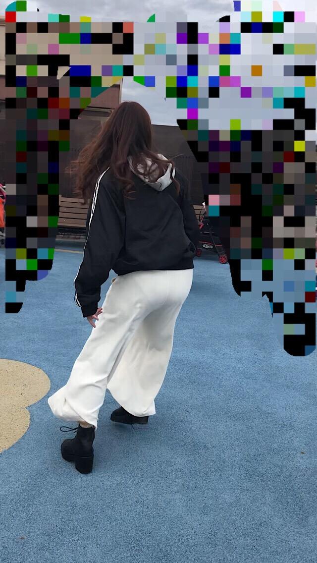 【透けパンエロ画像】街中で美女達が私キレイでしょ?って感じで歩いてるのに透けパンティー盗撮されてるとか最高すぎww 24