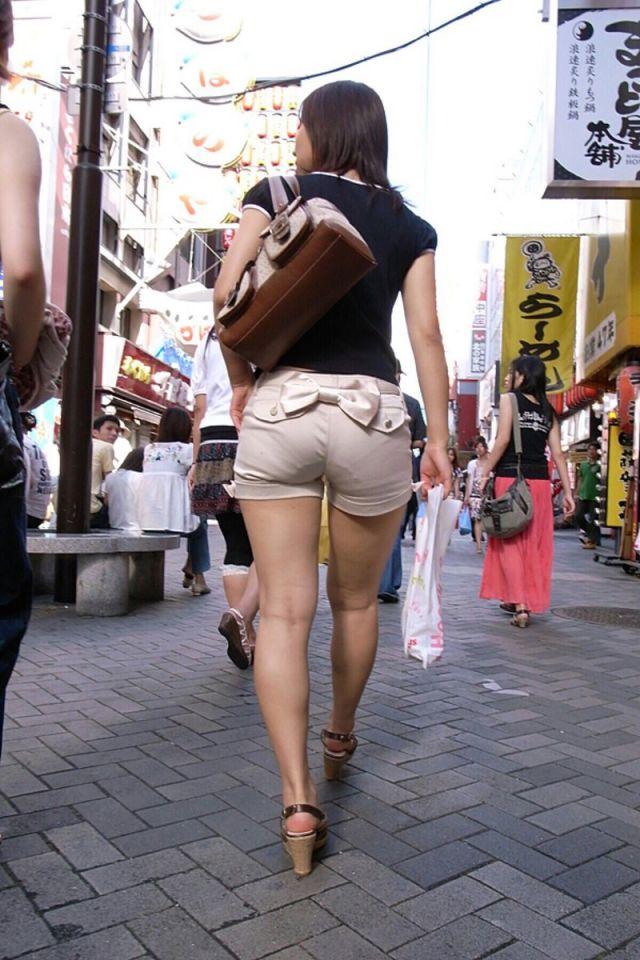 【透けパンエロ画像】街中で美女達が私キレイでしょ?って感じで歩いてるのに透けパンティー盗撮されてるとか最高すぎww 28