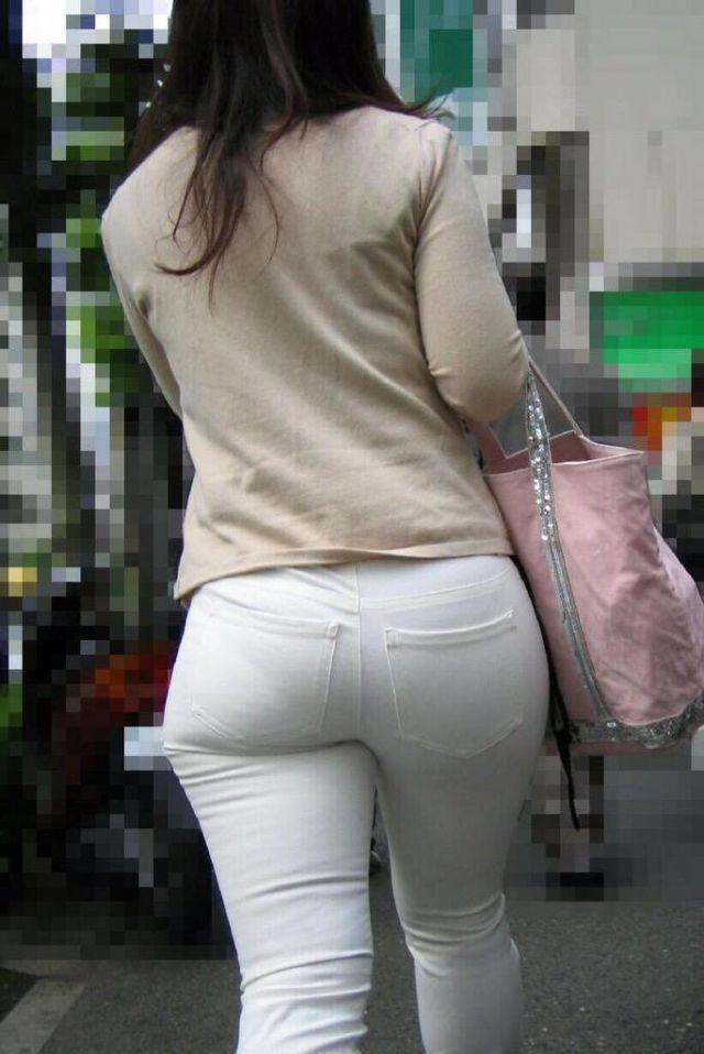 【透けパンエロ画像】街中で美女達が私キレイでしょ?って感じで歩いてるのに透けパンティー盗撮されてるとか最高すぎww 32