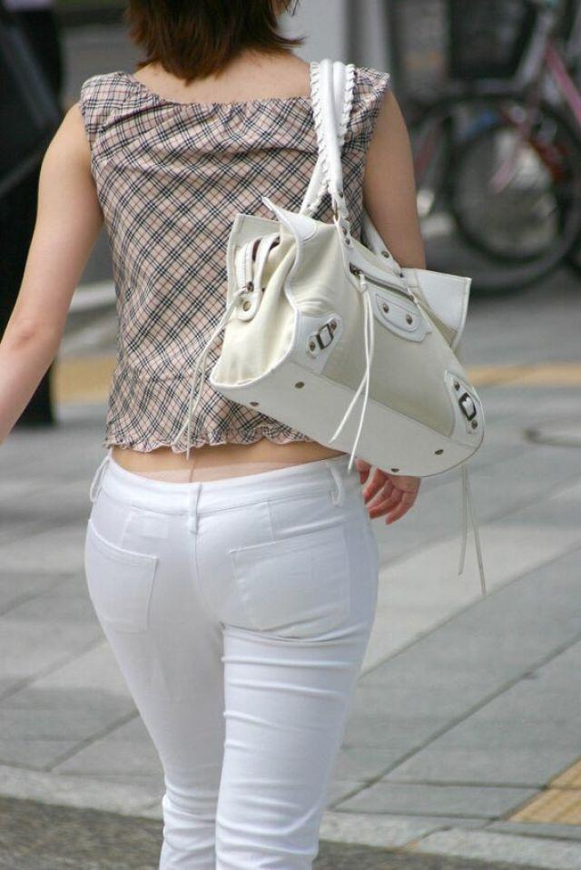 【透けパンエロ画像】街中で美女達が私キレイでしょ?って感じで歩いてるのに透けパンティー盗撮されてるとか最高すぎww 44