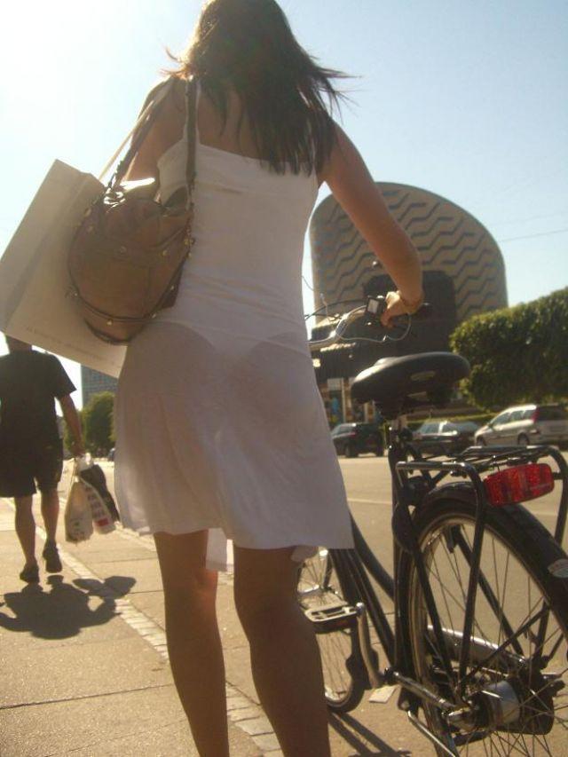 【透けパンエロ画像】街中で美女達が私キレイでしょ?って感じで歩いてるのに透けパンティー盗撮されてるとか最高すぎww 66