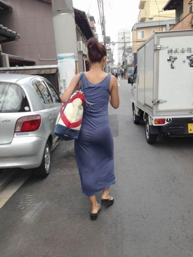 【透けパンエロ画像】街中で美女達が私キレイでしょ?って感じで歩いてるのに透けパンティー盗撮されてるとか最高すぎww 73