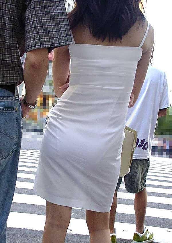 【透けパンエロ画像】街中で美女達が私キレイでしょ?って感じで歩いてるのに透けパンティー盗撮されてるとか最高すぎww 76
