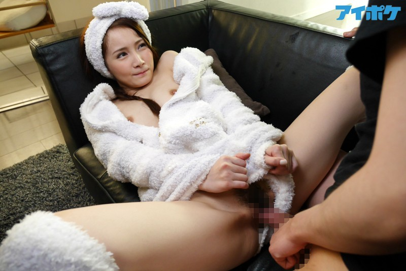 【パジャマエロ画像】むっちり色白な美乳の谷間が見えてるパジャマの美少女とのHの嬉し恥ずかし感は異常ww 38