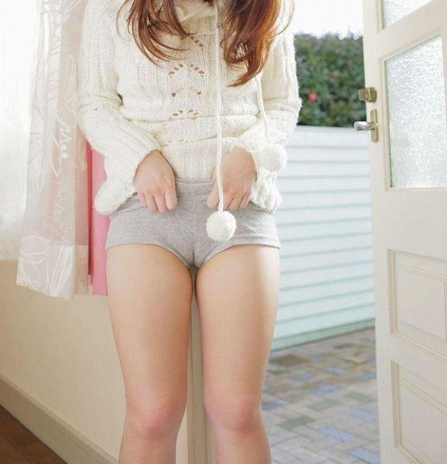 【まんすじエロ画像】ロリなパイパン美少女の喰い込むまんすじも最高ですが剛毛の熟女まんこのまんすじもムレててエロい件ww 48
