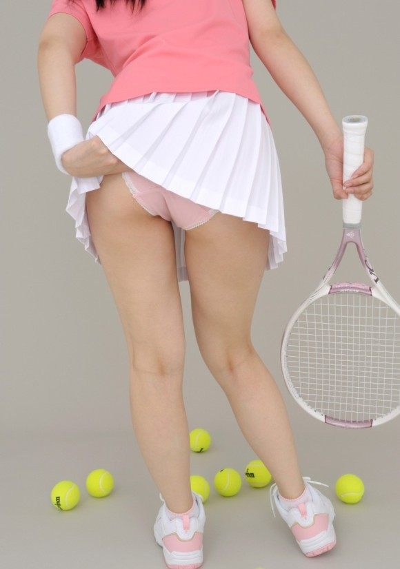 【テニスウェアエロ画像】テニスウェア着たお嬢様系美少女が汗ばんだエッロいおっぱい露出してラケットでオナニーww 22