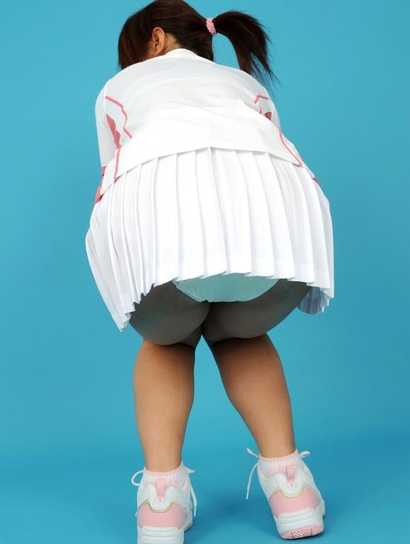 【テニスウェアエロ画像】テニスウェア着たお嬢様系美少女が汗ばんだエッロいおっぱい露出してラケットでオナニーww 31