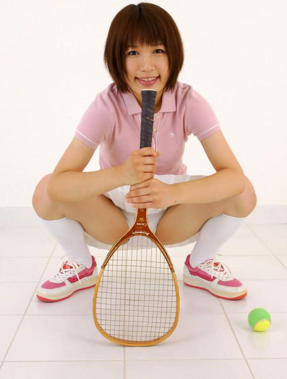 【テニスウェアエロ画像】テニスウェア着たお嬢様系美少女が汗ばんだエッロいおっぱい露出してラケットでオナニーww 39