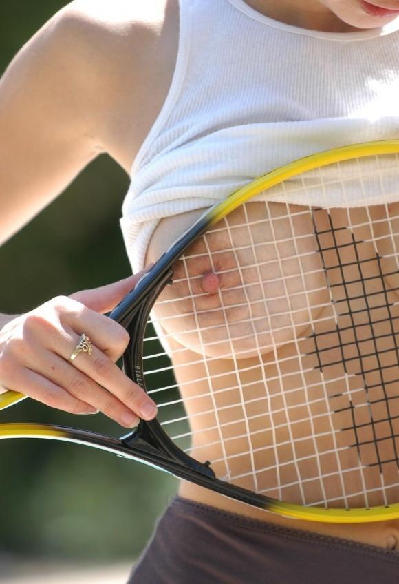 【テニスウェアエロ画像】テニスウェア着たお嬢様系美少女が汗ばんだエッロいおっぱい露出してラケットでオナニーww 54