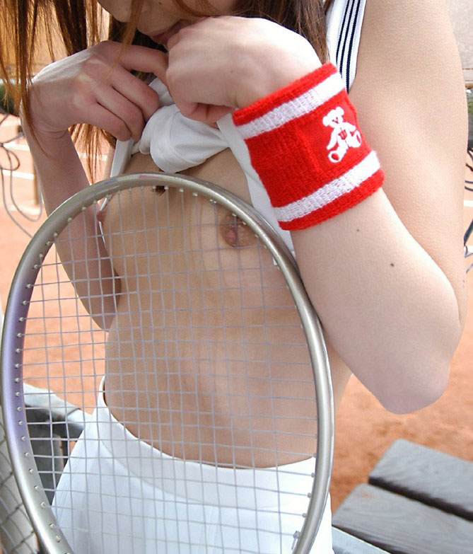 【テニスウェアエロ画像】テニスウェア着たお嬢様系美少女が汗ばんだエッロいおっぱい露出してラケットでオナニーww 63
