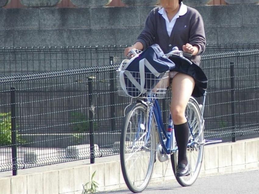 【自転車パンチラエロ画像】街中を颯爽とパンチラしながら走る素人JKやミニスカギャルやリクルートスーツJDの自転車パンチラ画像集w 16
