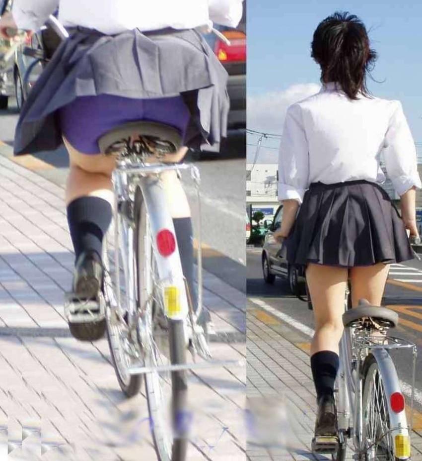 【自転車パンチラエロ画像】街中を颯爽とパンチラしながら走る素人JKやミニスカギャルやリクルートスーツJDの自転車パンチラ画像集w 50