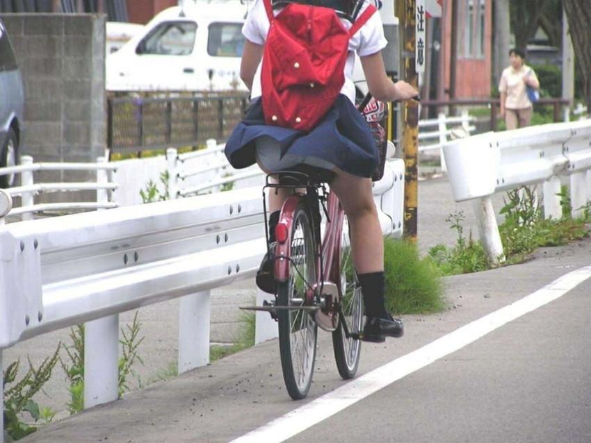 【自転車パンチラエロ画像】街中を颯爽とパンチラしながら走る素人JKやミニスカギャルやリクルートスーツJDの自転車パンチラ画像集w 62