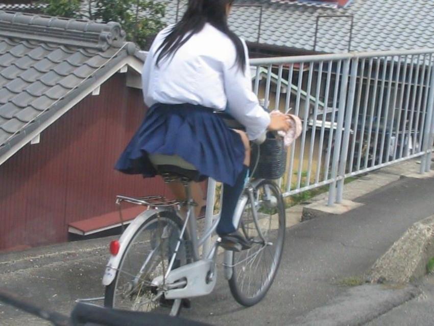 【自転車パンチラエロ画像】街中を颯爽とパンチラしながら走る素人JKやミニスカギャルやリクルートスーツJDの自転車パンチラ画像集w 80