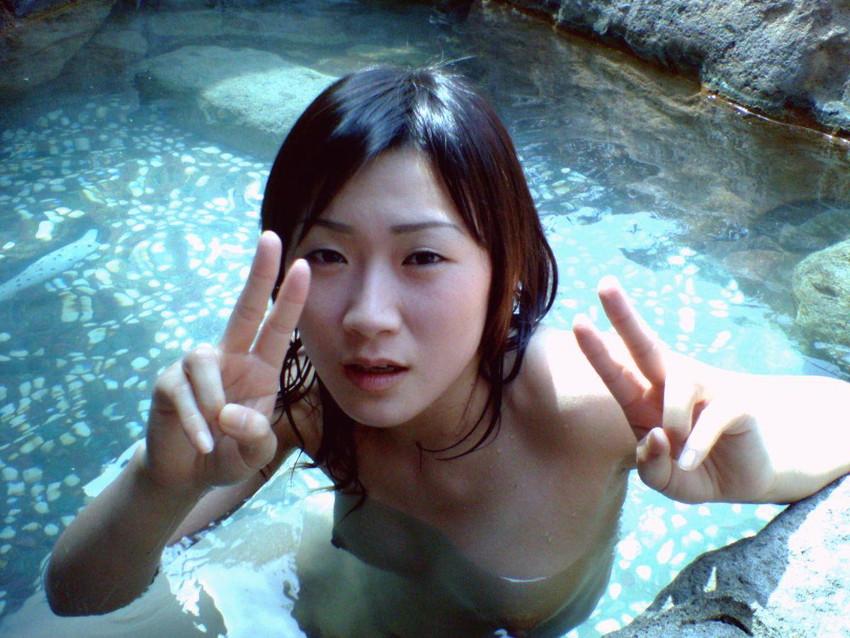 【露天風呂エロ画像】湯船に浮いてるのはザーメンか?ww露天風呂でエロボディなセフレや人妻とセックスしてる露天風呂エロ画像集w 55