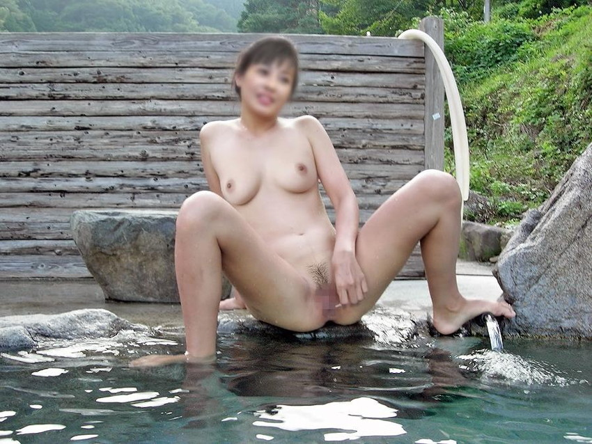 【露天風呂エロ画像】湯船に浮いてるのはザーメンか?ww露天風呂でエロボディなセフレや人妻とセックスしてる露天風呂エロ画像集w 61