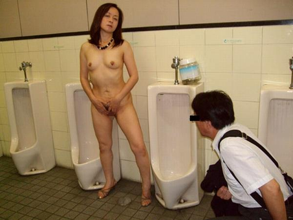 【公衆便所エロ画像】公衆トイレで肉便器化されたビッチがおねだりフェラや立ちバック挿入されてる公衆便所のエロ画像集w 13