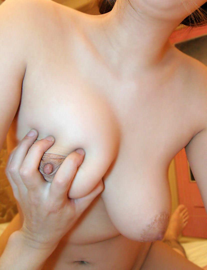 【爆乳素人エロ画像】超豊満なスライムおっぱいやハリの良い爆乳の素人娘や人妻とハメ撮りしまくった爆乳素人のエロ画像集w 51